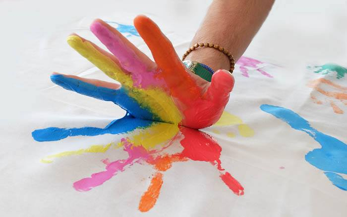 Hand in Hand - Kunstaktion der Offenbache Flüchtlingshilfe